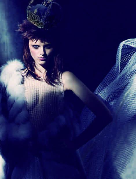 Kleid: Lever Couture Pelz: Dimitri